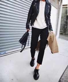 Like the overall outfit; how to wear my shoes Look Fashion, Street Fashion, New Fashion, Trendy Fashion, Autumn Fashion, Womens Fashion, Fashion Trends, Fashion Black, Fashion Mode