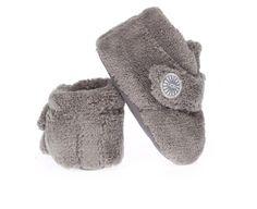 Deze crèmekleurige baby Ugg's komen uit de Bixbee-collectie. Het schoentje is gemaakt van heerlijk zachte badstof. Op de baby voet gemaakt...!