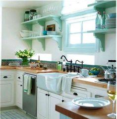 Arredamento casa al mare in stile shabby chic - Cucina bianca e turchese