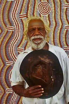 Dinny Nolan Jampitjinpa with his painting Papunya aboriginal comunity NT - Hood Museum of Art Dartmouth College Aboriginal Painting, Aboriginal Artists, Aboriginal People, Dot Painting, Painting Frames, Encaustic Painting, Indigenous Australian Art, Indigenous Art, Australian Artists
