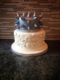 Lace and spikes fondant cake