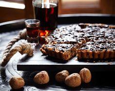 Notentaart met karamel en chocolade