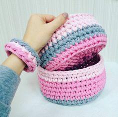 T Shirt Yarn, Yarn Projects, Crochet Yarn, Slippers, Handmade, Crochet Baskets, Knitting Ideas, Shoes, Crocheting