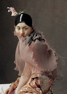 """The Peking Opera"" – lensed by Kiki Xue, captured Chinese opera costumes for Harper's Bazaar China, May featuring Beijing opera singers and beauty Wangy Xin Yu. Foto Fashion, Fashion Art, Editorial Fashion, High Fashion, Womens Fashion, Fashion Design, Fashion Brands, Editorial Photography, Fashion Photography"
