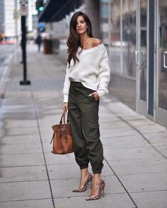 Love this trendy casual outfit for fall. Mode Outfits, Stylish Outfits, Fall Outfits, Fashion Outfits, Womens Fashion, Fashion 2018, Fashion Style Women, Fashion Tips, Fashion Trends