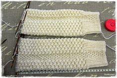 Suvikumpu: Nappivarsisukat - ohje Crochet Socks, Knit Crochet, Boot Cuffs, Mittens, Projects To Try, Slippers, Sewing, Knitting, Pattern