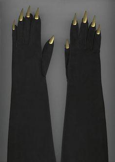 Elsa Schiaparelli, evening gloves, i made gloves like this for a flamenco owl costume! Elsa Schiaparelli, 1930s Fashion, Look Fashion, Vintage Fashion, Vintage Couture, Edwardian Fashion, Fashion Goth, Couture Fashion, Retro Fashion
