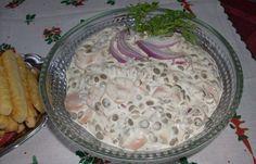 Hozzávalók: virsli,lencse,lila hagyma,csemegeuborka,mustár,majonéz,tejföl,bors,só Elkészítése:lencsét vízben megfőzzük babérlevelet és foghagymát és...