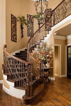 Beautiful staircase interiors dream house stairway walls stair home interior wall decor design . Foyer Decorating, Tuscan Decorating, Decorating Ideas, Stairway Decorating, Decorating Ledges, Hm Deco, Tuscany Decor, Villa Plan, Staircase Design
