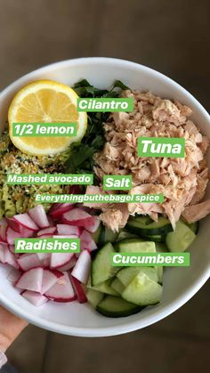 This healthy tuna salad is made with no mayo. Made with just a few pantry staples, including avocado that acts as a dressing, and prepared under 5 minutes. Healthy Meals For Kids, Good Healthy Recipes, Healthy Snacks, Healthy Eating, Best Tuna Salad Recipe, Healthy Tuna Salad, Tuna Salad No Mayo, Brain Healthy Foods, Sport Nutrition