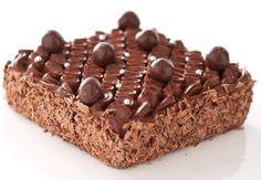 Pour 6 personnes-Préparation: 20 min-Cuisson: 30 min Pour le gâteau:115 g de chocolat de couverture 100% pure pâte de cacao, non sucré170 g de beurre400 g de sucre semoule3