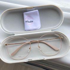 Glasses Frames Trendy, Cool Glasses, Trending Glasses Frames, Transparent Glasses Frames, Vintage Glasses Frames, Glasses Trends, Lunette Style, Fashion Eye Glasses, Accesorios Casual