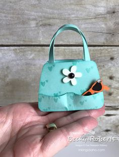 Fashionable Favorites Mini Purse How about this little cutie? Big enough to hold 2 Hershey Nuggets. I made several of these to take to convention in June. Treat Bags, Gift Bags, Paper Purse, Paper Bags, Becky Roberts, Handmade Tags, Handmade Purses, Stampin Up, Bazaar Ideas