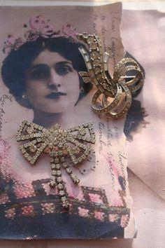 Vintage pin Vintage brooch Vintage Rhinestones by IRISHTREASURE Vintage Wedding Theme, Vintage Bridal, Vintage Pins, Vintage Brooches, Vintage Earrings, Vintage Jewelry, Rhinestone Jewelry, Vintage Rhinestone, Royal Jewelry