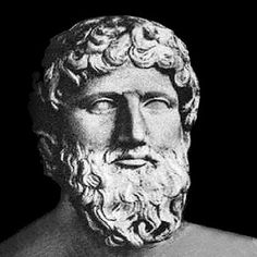 Anaxágoras nació en Clazómenas (en la actual Turquía) y se trasladó a Atenas, debido a la destrucción y reubicación de Clazómenas tras el fracaso de la revuelta jónica contra el dominio de Persia. Fue el primer pensador extranjero en establecerse en Atenas.