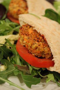 pita galette végétale Meatloaf, Salmon Burgers, Street Food, Vegetarian Recipes, Sandwiches, Food And Drink, Menu, Gluten, Homemade