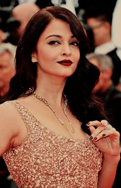 aashiqaanah: Aishwarya Rai in Elie Saab at the 2016 Cannes Film Festival on May 14, 2016