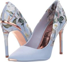 These floral print shoes featured on Your Next Shoes take you from the office to a night out with ease! Source by yournextshoes shoes pumps Next Shoes, Women's Shoes, Me Too Shoes, Shoes Sneakers, Footwear Shoes, Shoes Style, Pretty Shoes, Beautiful Shoes, Cute Shoes