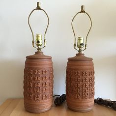 Pair of amazing handmade circa 1970s Bob Kinzie textured ceramic stoneware table lamps for Affiliated Craftsmen. No lamp shades included with
