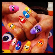 みんな大好きセサミストリートそのキャラクターをネイルにも取り入れて Elmo, Creative Nails, Beauty Nails, Cute Nails, Hair And Nails, Nail Colors, Nail Designs, Nail Art, My Favorite Things