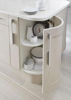 Sexy curves can equal clever storage too. Why not make the most of your kitchen island's curves to store essential crockery for easy access? Kitchen Units, Kitchen Cupboards, Kitchen Layout, Valerie's Kitchen, Gloss Kitchen, B&q Kitchens, Farmhouse Kitchens, Country Kitchens, Cashmere Shaker Kitchen
