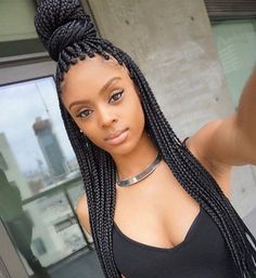 All styles of box braids to sublimate her hair afro On long box braids, everything is allowed! For fans of all kinds of buns, Afro braids in XXL bun bun work as well as the low glamorous bun Zoe Kravitz. Box Braids Hairstyles, African Hairstyles, Protective Hairstyles, Cool Hairstyles, Protective Styles, Black Hairstyles, Individual Braids Hairstyles, Big Box Braids, Blonde Box Braids