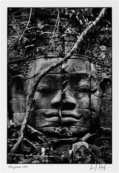 Angkor, Cambodge, 1969, photo: Marc Riboud Marc Riboud, Social Photography, Photography Classes, Magnum Photos, Black White Photos, Black And White Photography, Shanghai, Buddha Face, Vida Natural