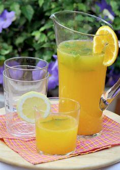 Las limonadas y los zumos son las estrellas del verano con permiso de los helados, es un buen momento para aprovechar y disfrutar de bebidas refrescantes totalmente naturales. En este refresco, la combinación de cítricos e hierbabuena la convierte en un postre perfecto o en un acompañamiento ideal para una …