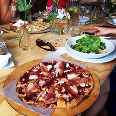 Delicious pizza from ELL at Spookfontein Wines!