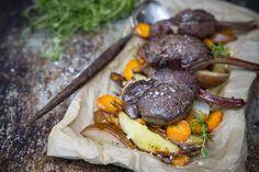 Hart chops with vegetables in oven. http://www.jotainmaukasta.fi/2015/12/02/saksanhirven-kyljykset-ja-juureslisuke/