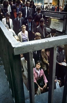 26 Delightful Pictures Of The London Underground In The And - Photographer Bob Mazzer has been documenting the London Underground for 40 years. Street Photography People, London Street Photography, London Underground, Urban Photography, Film Photography, Grunge Photography, Minimalist Photography, Classic Photography, Advertising Photography