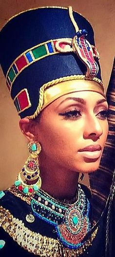 pattern for nefertiti crown - Cleopatra Costume inspiration Egyptian Makeup, Egyptian Fashion, Egyptian Costume, Egyptian Art, Nefertiti Costume, Egyptian Beauty, Cleopatra Costume, Egyptian Jewelry, Ancient Egypt
