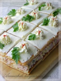 Пирожное-закуска Lunch Recipes, Cooking Recipes, Healthy Recipes, Lunch Foods, Sandwich Cake, Sandwiches, Party Food And Drinks, Bbq Party, Cookie Dough