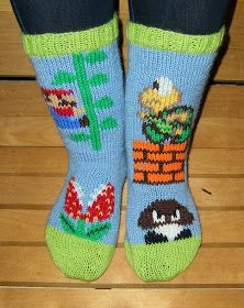 käsityöblogi Loom Knitting, Knitting Socks, Knitting Patterns, Mario Crochet, Diy Crochet, Seamless Socks, Nerd Crafts, Wool Socks, Super Mario