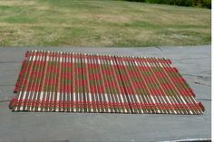 ランチョンマット (GREEN&RED)  タイはチェンマイで仕入れたランチョンマットです。 竹をコットンの糸で綺麗に編んでいます。 デザインも可愛くてオシャレ!