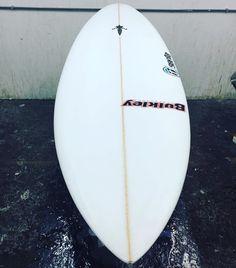 El maestro @phil_northey haciendo un trabajo increíble como siempre !! Ya casi empiezan a salir las primeras tablas @lasantasurf by @bulkley_surfboards . #surfboards #surfboard #shortboard #tablasdesurf #surflanzarote #surfcanarias #soo #lasantasurf #lasantasurfprocenter #surfer #surffactory #lasantasurffactory