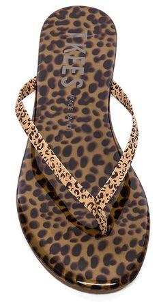 Cheetah print thong sandal http://rstyle.me/n/k3qirnyg6