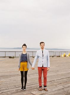 Seattle Waterfront Anniversary Session from OMalley Photographers Read more… Photo Couple, Couple Shoot, Couple Photography, Engagement Photography, Engagement Outfits, Engagement Session, Fashion Couple, Engagement Inspiration, Poses