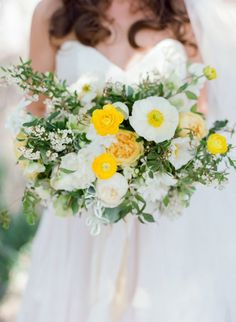 Hey, springtime brides! Weve gathered 42 different (and modern!) spring wedding bouquets, guaranteed to inspire your wedding flowers!