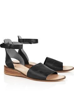 HUDSON Fifa Sandals - BlackSize & Fit True to size - order your usual sizeHeel height: 3 cm Model is 5'10