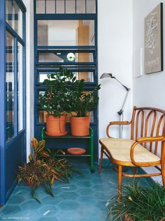 03-decoracao-ladrilho-hidraulico-azul-varanda-thonet
