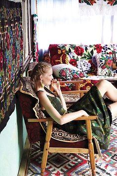 Inspirational Maramures , Romania - The fashion brand Anthropologie. Bohemian Art, Bohemian Style, Boho Chic, Bohemian Living, Floral Couch, Deco Boheme, Anthropologie Brands, Art Textile, Textiles