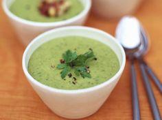 Vous surveillez votre ligne et la soupe est le repas ou l'encas idéal pour vous. Bienfaits des légumes, des fruits et des plantes, c'est votre allié pour...