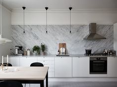 As small kitchen dining home areas using a kitchen that the above kitchen cabinets home. Backsplash ideas to get a small kitchen kind, of daring glistening inch of you layout ideas. Maximize each inch of counter tops. Adding in that… Continue Reading → Above Kitchen Cabinets, Kitchen Tiles, Kitchen Countertops, Kitchen Decor, Marble Counters, Marble Tile Backsplash, Decorating Kitchen, Diy Kitchen, Decorating Ideas
