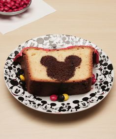 Serve up a slice of Disney magic this weekend with this Mickey Mouse Peekaboo Cake! Your guests will love discovering their very own hidden Mickey! Disney Desserts, Disney Recipes, Disney Inspired Food, Disney Food, Disney Diy, Funny Disney, Disney Memes, Disney Quotes, Disney Cars