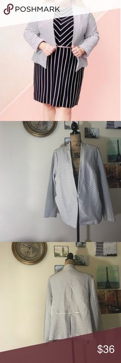 Ava & Viv plus size striped blazer, Sz. 3X This feminine blazer is so pretty and flattering  with its thin black stripes!!  Features a Hook and eye closure and pockets.  EUC - flawless!!  0511110118 Ava & Viv Jackets & Coats Blazers