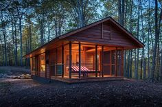 More than just an RV: ESCAPE injects some style into the tiny house movement By Adam Williams March 2014 The ESCAPE home looks like a cabin but is actually rated as an RV (Photo: Canoe Bay) Tiny Log Cabins, Cabins And Cottages, Small Cabins, Wood Cabins, Prefab Cabins, Prefab Tiny Houses, Modern Cabins, Small Cottages, Mountain Cabins