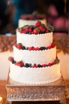 Berry-Laden Wedding Cake from San Ysidro Ranch Wedding! Would be ideal summer wedding cake Pretty Cakes, Beautiful Cakes, Amazing Cakes, Square Wedding Cakes, Wedding Cake Designs, Berry Wedding Cake, Cake Wedding, Berry Cake, Buttercream Wedding Cake