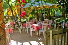 Phoenix, AZ - The Farm at South Mountain. The Farm at South Mountain has 12 acres of pecan groves, grassy lawns, picnic tables, and three restaurants, including Quiessence, with its local menu.