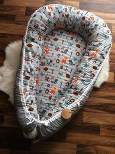 """Dieses wunderschöne Babynest/Babycocoon mit"""" Waldtieren gestreift grau/grau mit weißen Pünktchen """" sieht in jedem Babyzimmer super toll aus. Ein richtiger Hingucker! Im Babynest fühlt sich dein..."""